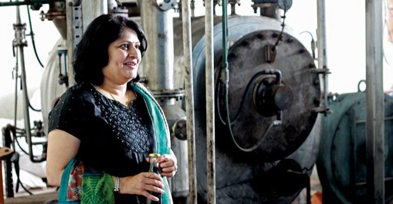 مدها تادپاتریکا (Medha Tadpatrikar) در طراحی ماشینی همکاری کرد که میتواند با بالا بردن دمای پلاستیک، آن را به سوختی پرکاربرد تبدیل کند. با توجه به اطلاعات مرکز کنترل آلودگی هند، در 60 شهر این کشور، روزانه 16.876 تن زباله پلاستیکی تولید میشود؛ در نتیجه سالانه بیش از 6 میلیون تن پلاستیک خواهیم داشت. یافتن راهی برای حل مشکلات ناشی از زبالههای پلاستیکی، مسئلهای حیاتی است.