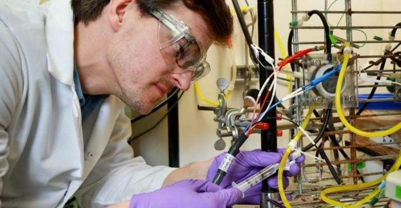 پژوهشگران به تازگی موفق شدهاند از پساب فرایند تولید سوخت زیستی برای تولید هیدروژن استفاده کنند. هیدروژن بازیافت شده در این فرایند میتواند به منظور ارتقای نفت به سوختهای مطلوبتر جایگزین گاز طبیعی شود.