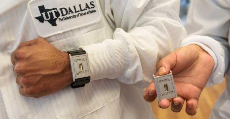 Measuring sweat in wearable biosensing devices
