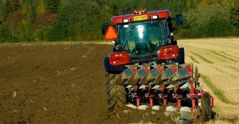 تبدیل بقایای زراعی و کاغذهای باطله به موادی تحت عنوان بیوچار میتواند به جذب کربن از جو، ذخیره آن در خاک و همچنین غنیسازی زمینهای کشاورزی کمک کند.