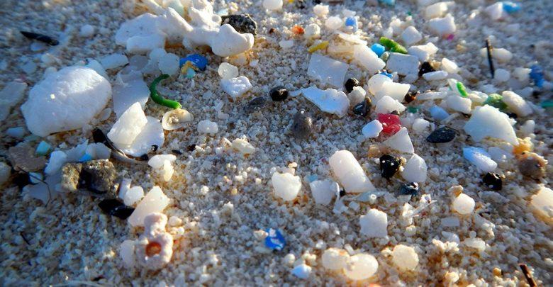 حذف پلاستیک از آب